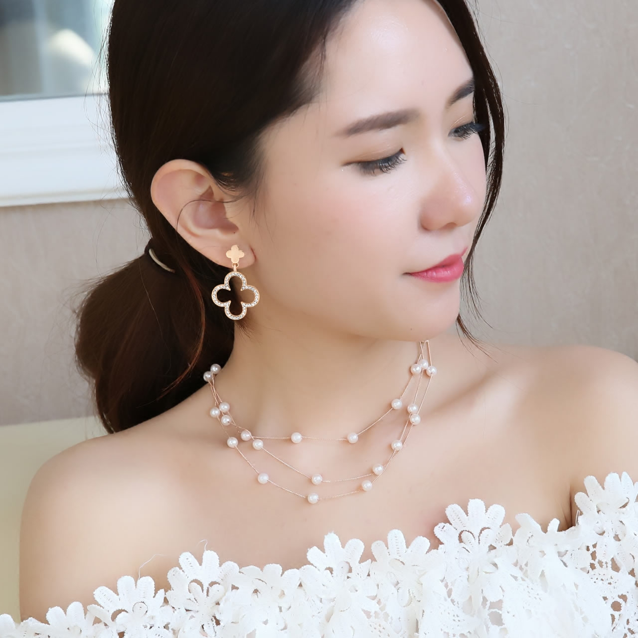 Buy 2 to send 1 gold charm earrings ms. earrings 2016 new four leaves and flowers day south korea elegant earrings earrings temperament Dress