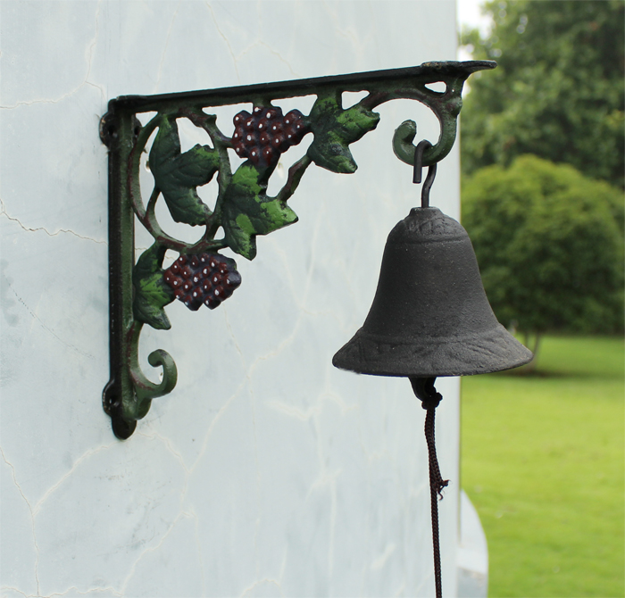 Ge jia rui seoul doorbeil nordic pastoral style wrought iron decorative iron hand bell ornaments hanging decorative wall color grape