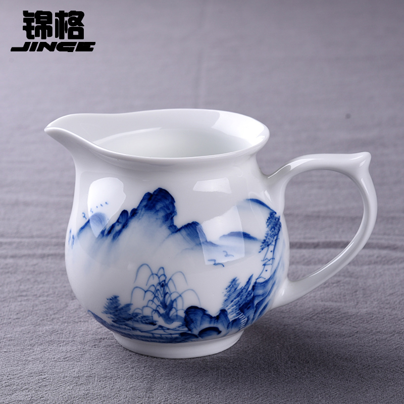 Jingdezhen blue and white painted blue and white porcelain tea prepared tea teacup tea cup fair cup ceramic tea cup sea of public road traffic cones