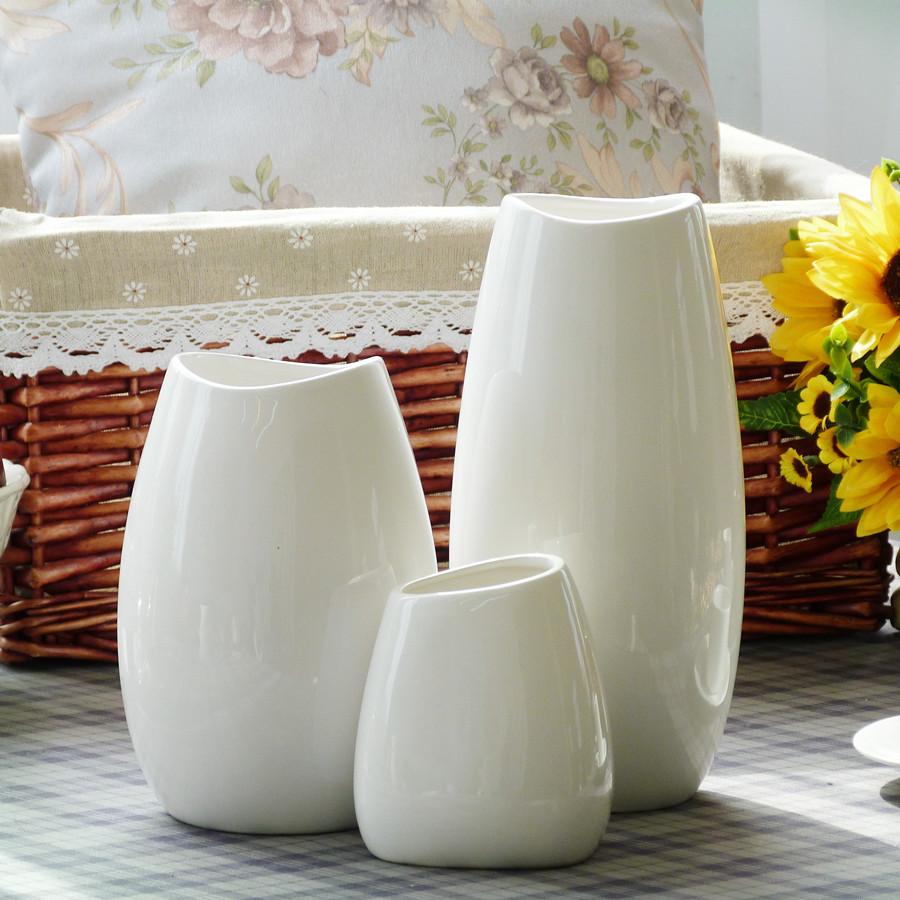 Jingdezhen ceramic vase modern minimalist white trumpet living room table decorations ornaments dried flower arrangement is