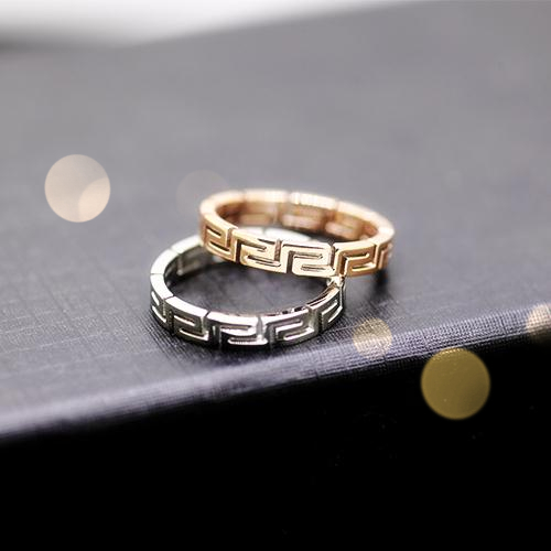 Korean version of the k rose gold plated male and female models diamond ring hollow titanium steel couple ring finger ring korean version of the maze with jewelry
