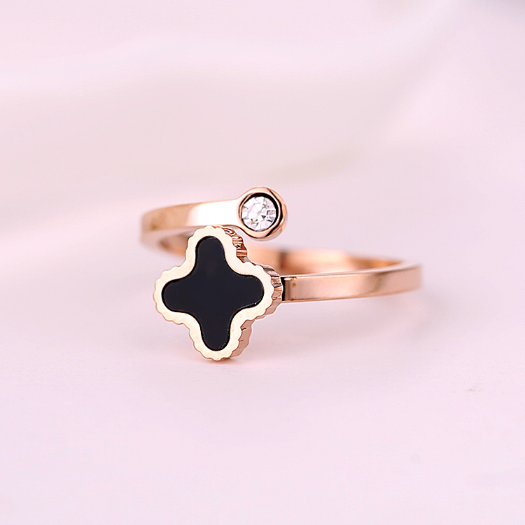 Korean version of the rose gold plated ring finger ring jewelry ring female fashion clover south korean joint ring ring does not fade