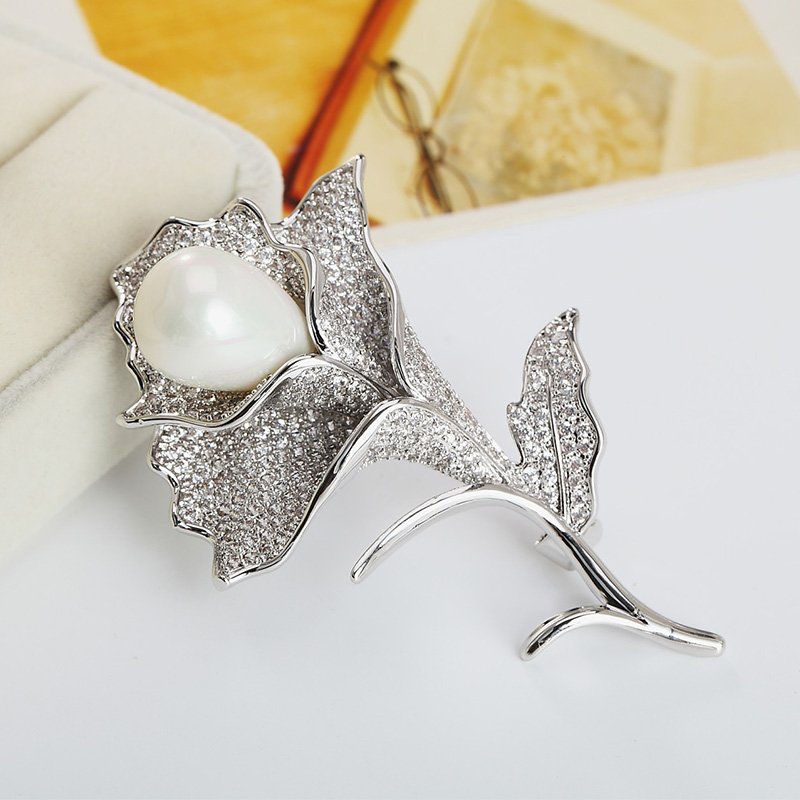 Midsummer crystal lily flower brooch pearl brooch female korean fashion micro pave zircon brooch pin scarf buckle with jewelry