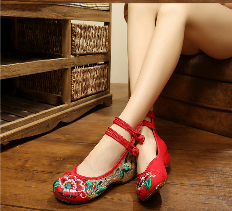 New spring and summer square dance shoes women increased within the old beijing cloth shoes embroidered shoes ethnic dance shoes soft shoes tendon at the end