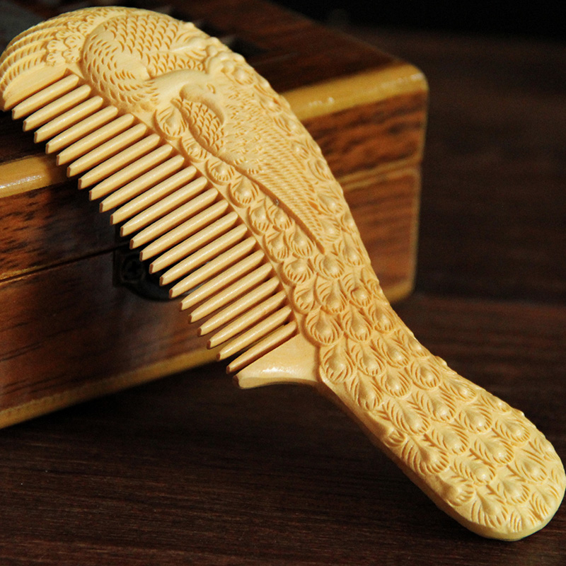Small leaf water boxwood comb comb carved figure carved wood crafts birthday wedding gift to send his girlfriend a gift