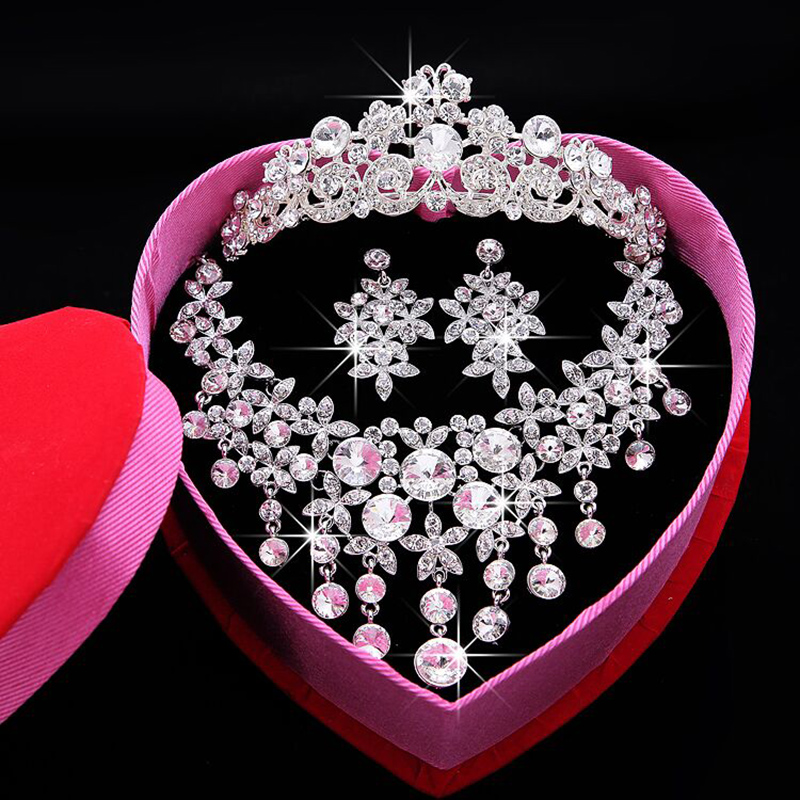 The new bride wedding accessories wedding tiara crown three sets of wedding photography in the first three sets of korean rhinestone decoration