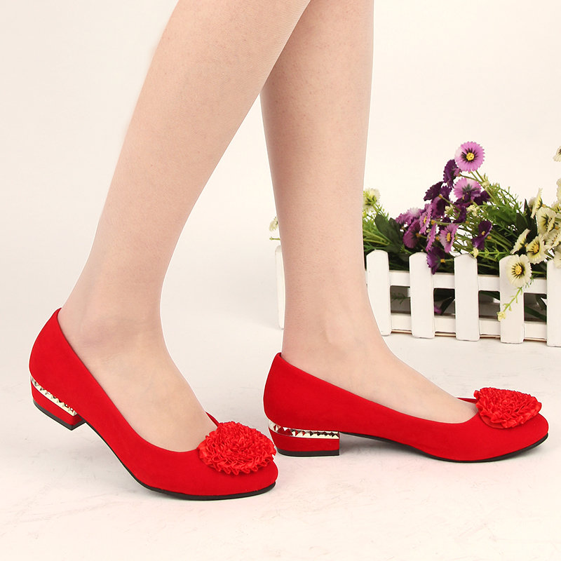 The new makeup of low heel bridal shoes red bridal shoes wedding shoes low heel wedding shoes wedding shoes shallow mouth big yards flowers