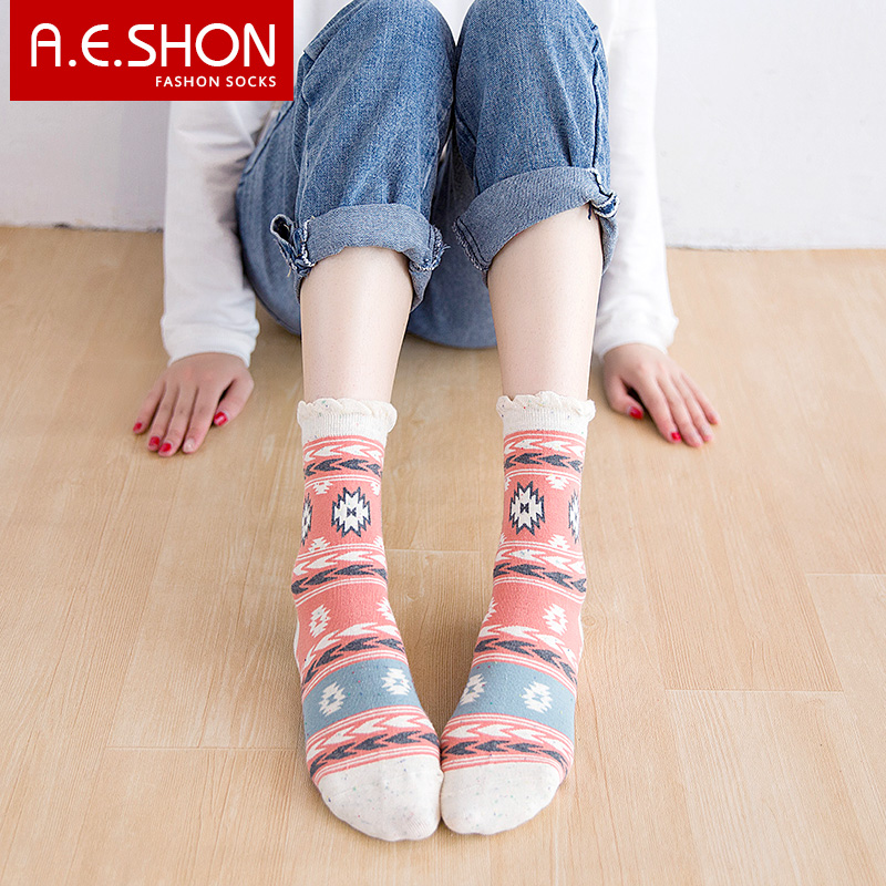Yiyi xiu socks ladies socks in tube socks autumn and winter new retro minimalist japanese four pairs of gift boxed shipping