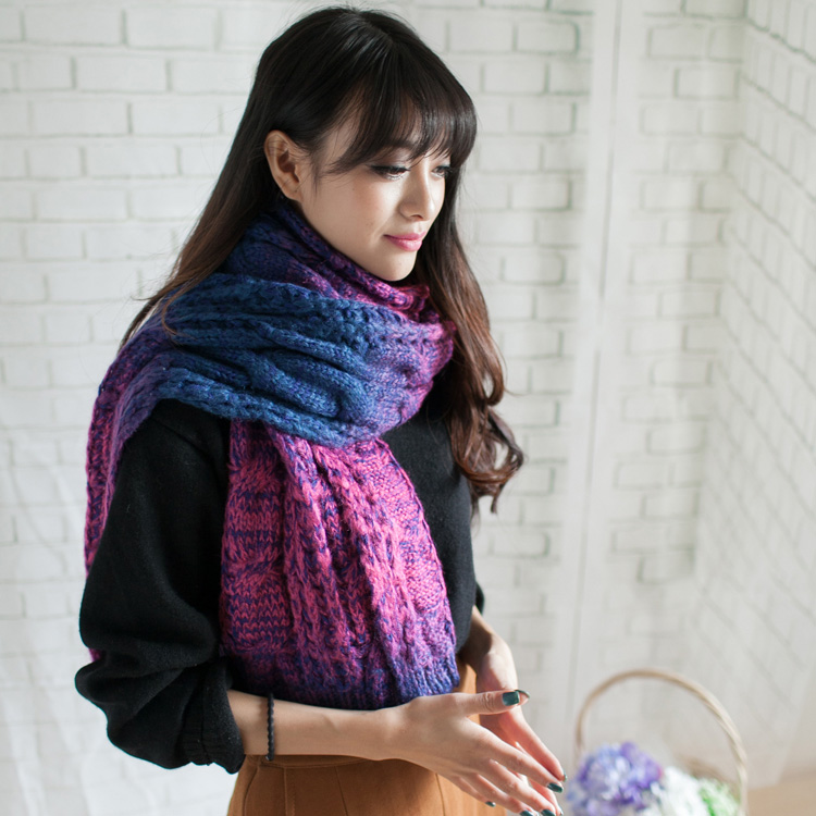 Korean version of the fall and winter days long female couple hit the color gradient twist thick wool scarf knitted scarf to keep warm retro