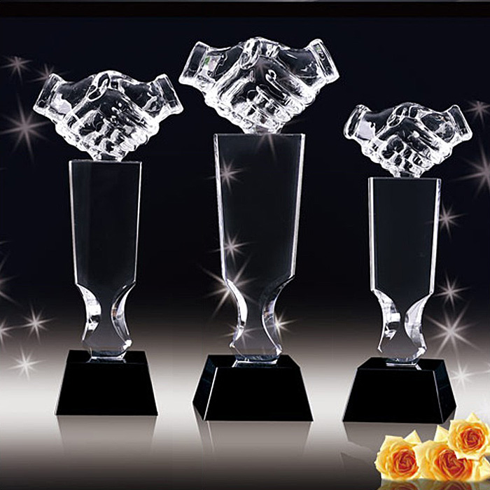Hongteng handshake trophy free custom lettering crystal trophy custom upscale corporate business gifts ornaments