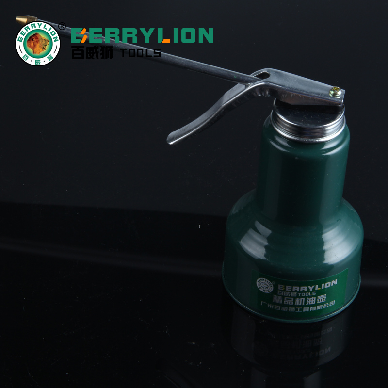 Budweiser lion of high pressure mention pot oiler oiler oil machine repair auto repair tools iron durable plastic oiler refueling pot