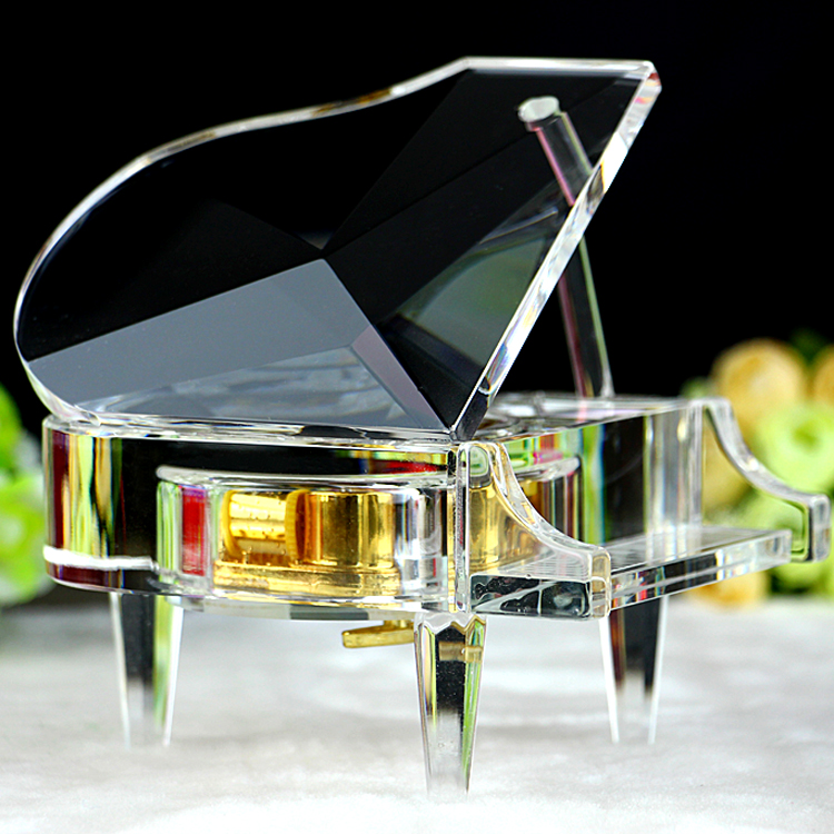 Crystal piano music box music box creative birthday gift to send men and girlfriends girls diy particularly romantic customization