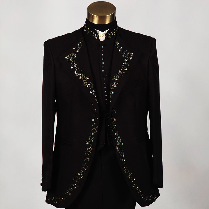 Due to the truth of the men's new slim diamond collar suits embroidered sequined singer performing black and white 3002