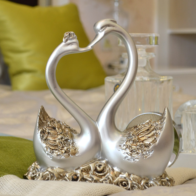 European creative home soft furnishings fitted wedding gift decoration living room cabinet ornaments tree resin crafts ornaments swan