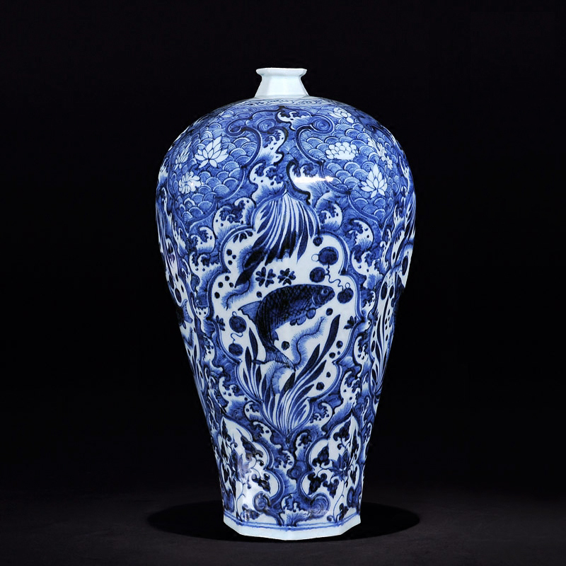Jingdezhen ceramic imitation of the yuan and ming dynasty blue and white hasuo seawater demersum pattern vase crafts ornaments tv cabinet ornaments