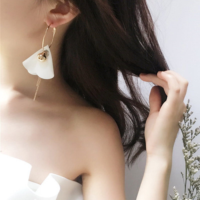 Love to enjoy the japanese and korean version of the new european and american style flower earrings exaggerated earrings earrings sweet temperament minimalist fashion personality sphere