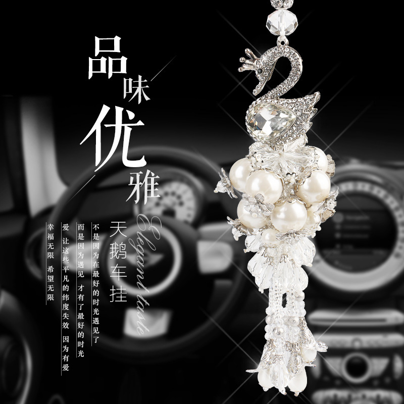 Luxury car pendant crystal pendant fashion clover natural crystal pendant car ornaments car interior products