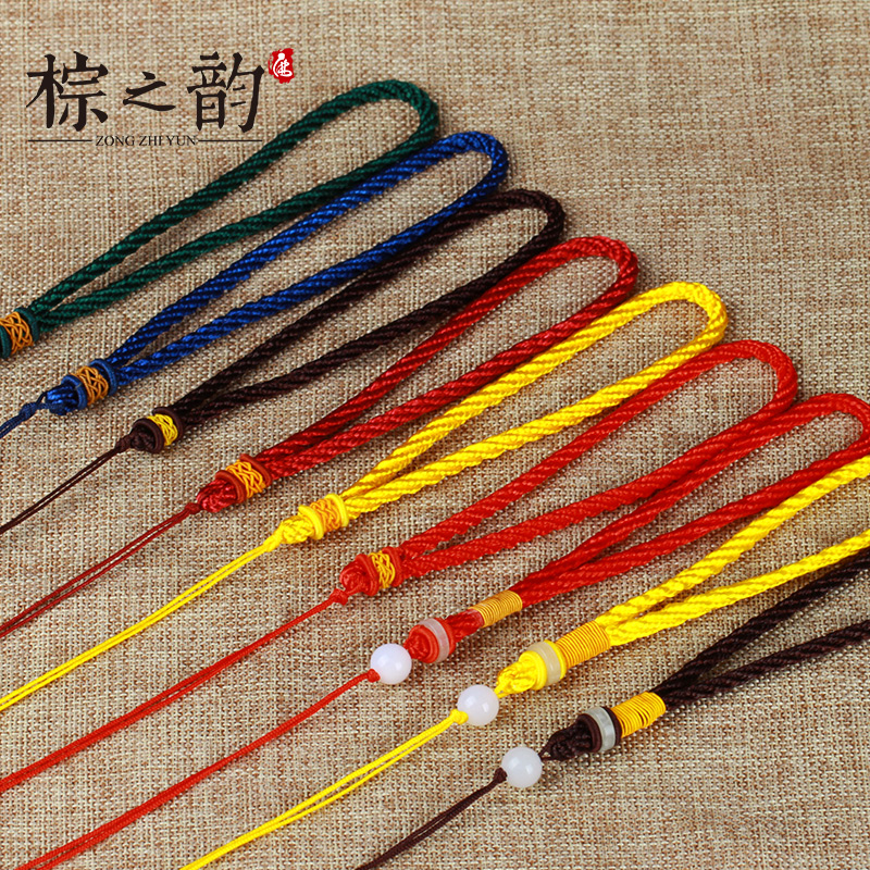 Man playing diy rope to play with pieces of pineapple buckle plain rope rope rope hand rope hand pieces playing pieces hanging pendant necklace tools Rope