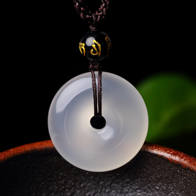 Opening of the natural crystal agate chalcedony pendant peace buckle men and women four season beans korea clavicle necklace jewelry gifts