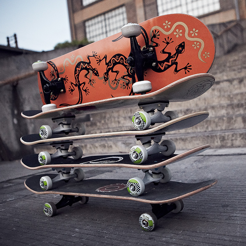 Professional full canadian maple skateboard double rocker assembly primary stained board scooters four adult children skateboard highway
