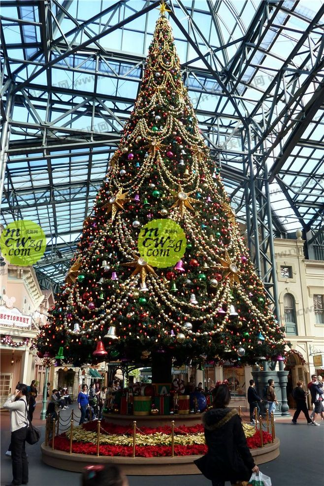 Search holland america loading large christmas tree christmas tree series of traditional christmas ornate golden balls string of christmas tree