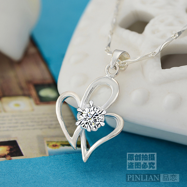 Sterling silver necklace female 990 sterling silver bracelet female korean version of sweet love shaped clavicle short paragraph diamond pendant birthday gift