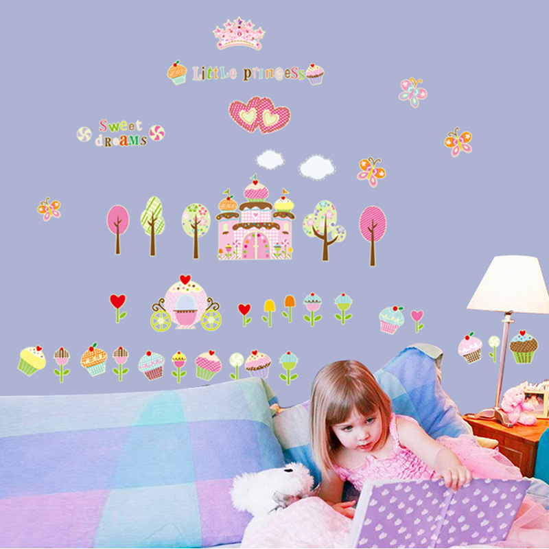 Sweet princess cake castle luminous stickers children's room bedroom nursery amusement park decorative fluorescent stickers wall stickers