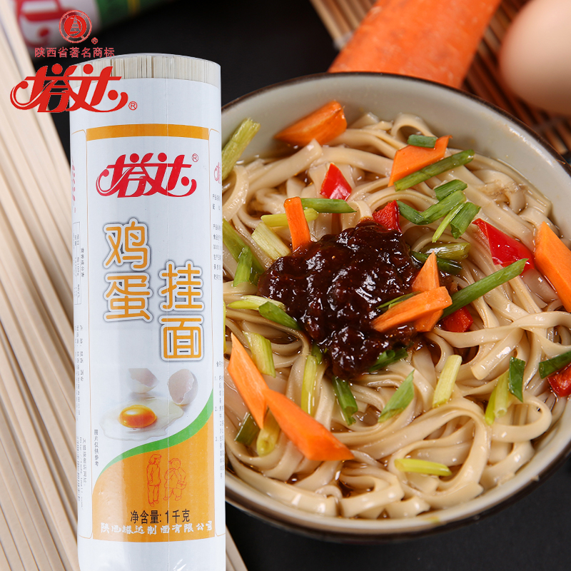 correct method to cook instant noodles To make sure pasta doesn't stick together, use at least 4 quarts of water for every pound of noodles salt the water with at least a tablespoon—more is fine the salty water adds flavor to the pasta.
