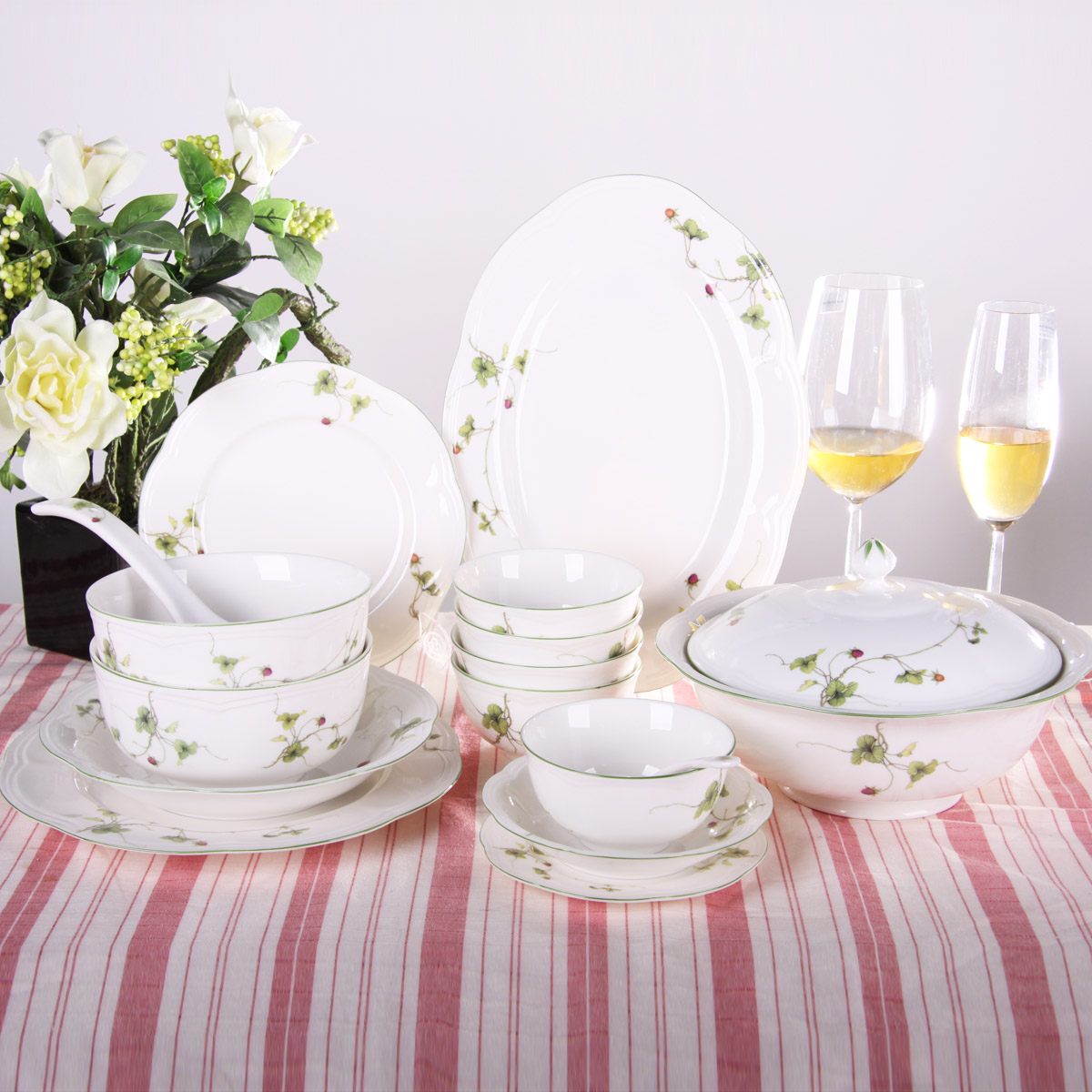 The new generation of porcelain ceramic tableware tableware suit chinese dishes dish suits leaf decoration household microwave ovens