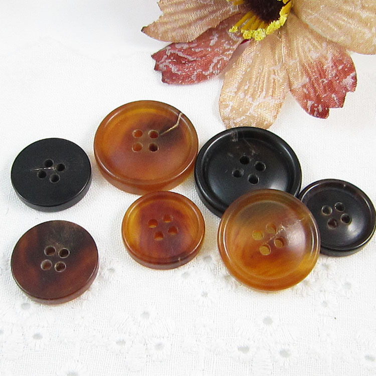 The new real horn buttons buttons buttons buttoned suit joker upscale clothing accessories accessories natural