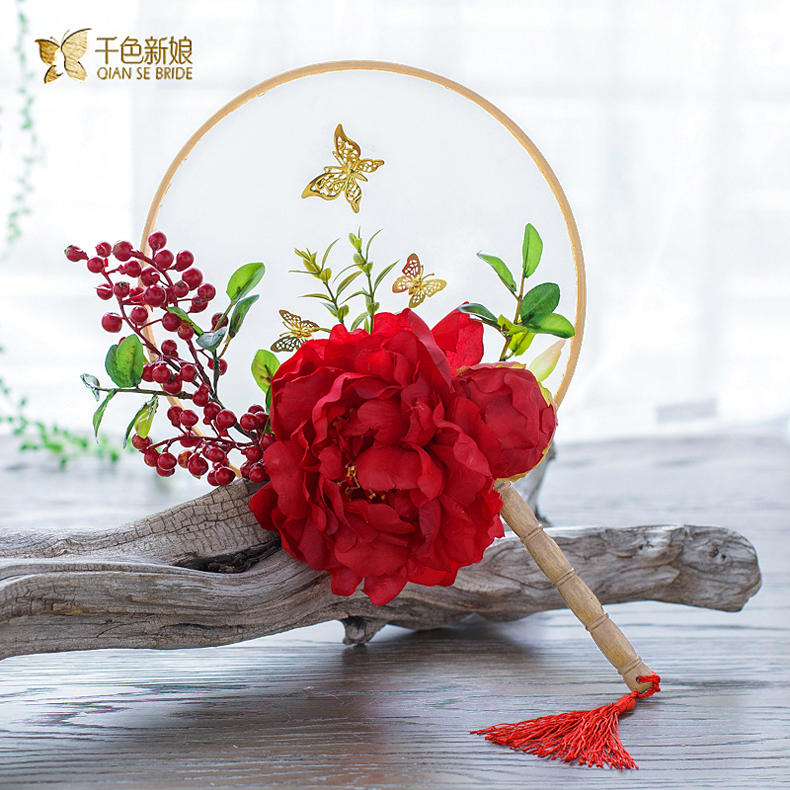 Thousands of colors the bride hibiscus warm tide gown chinese wedding bride holding flowers bridesmaid holding flowers wedding photography high end