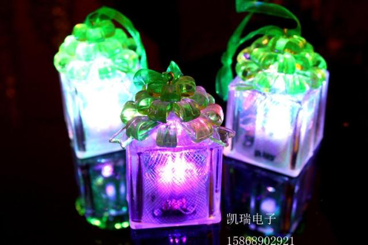 1062 chong cheng electronic flash luminous christmas gift small night light christmas tree decoration small pendant small gifts