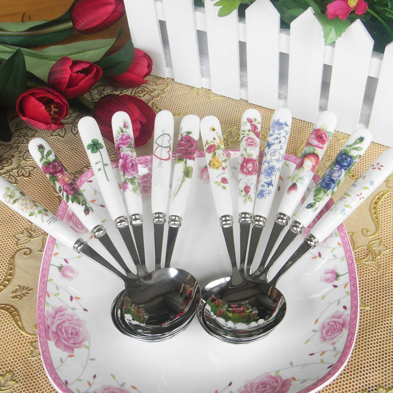 A good pair of ceramic and stainless steel medium and small spoon stainless steel spoon ceramic spoon spoon spoon japanese korean flower