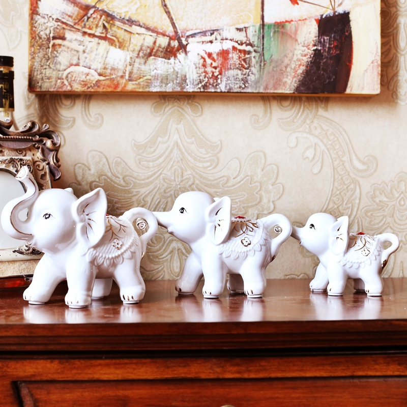 A family of three ceramic luck elephant ornaments crafts home decorations decorative ornaments wedding gift