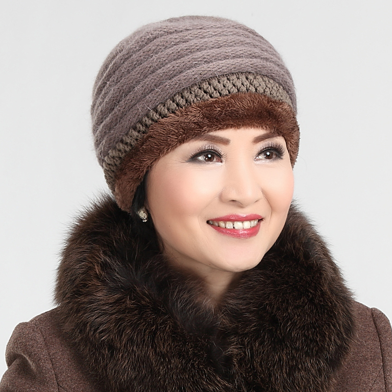Autumn and winter days knitting wool hat in the elderly lady grandmother elderly woman in winter hat middle-aged mom hat scarf