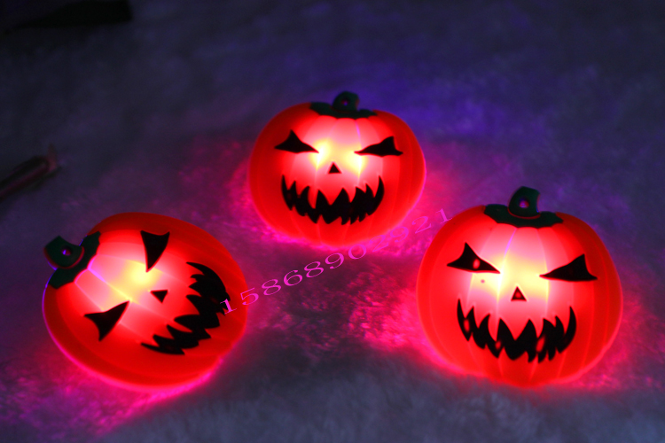 Chong cheng electronic flash brooch luminous soft pumpkin breastpiece halloween pirate skull kito