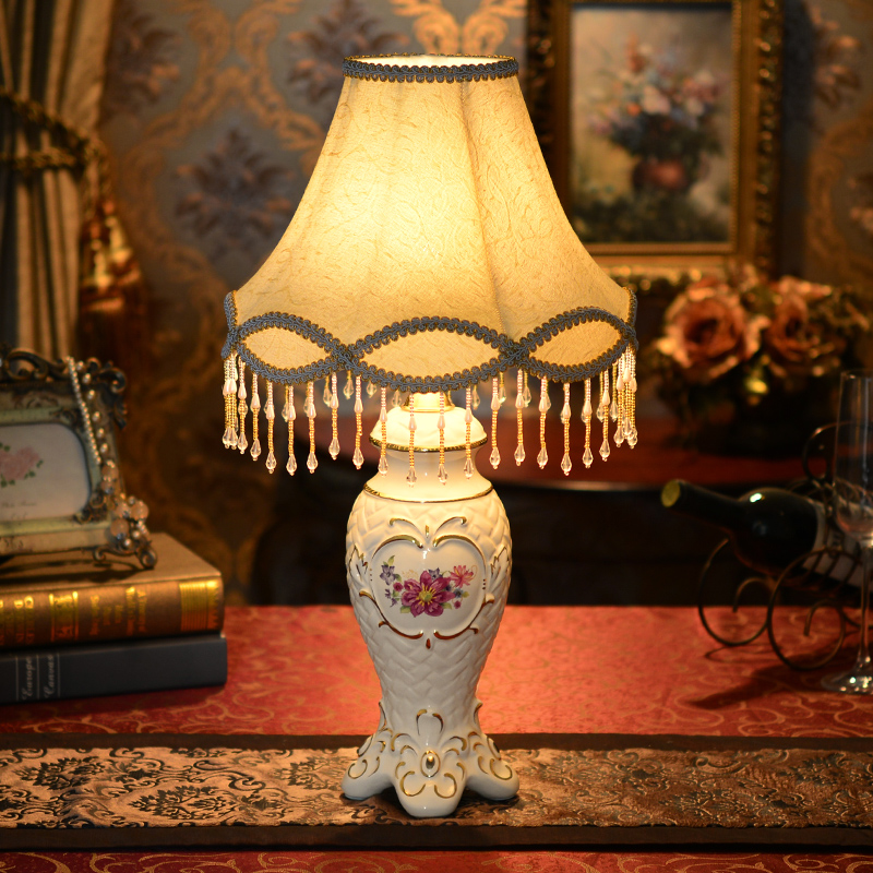 European wedding table lamp bedroom bedside marriage room decoration wedding gift ceramic lamp energy saving lamp creative gifts