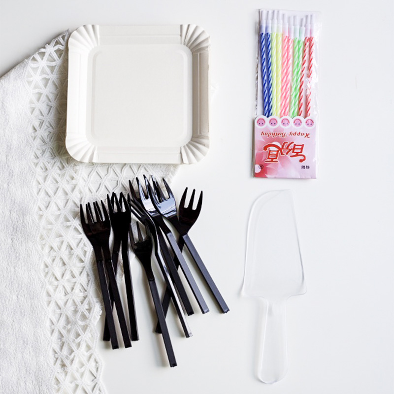 High quality thick disposable plastic cutlery tray paper plates birthday cake west point wax candle 10 set four