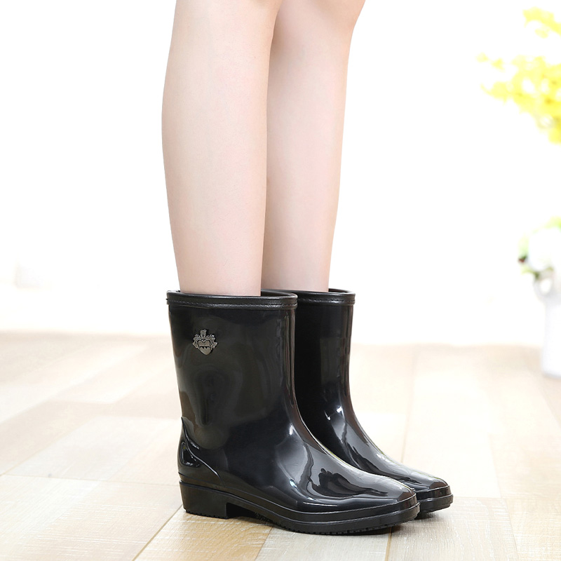 Hot new autumn and winter fashion in the tube warm rain boots rain boots women rain grazing wellies rain boots plus velvet slip water shoes rubber overshoes rain or shine