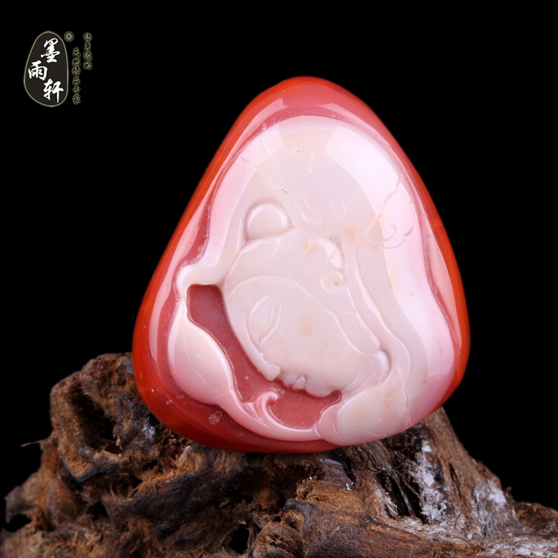 Ink yu xuan natural liangshan south onyx pendant guanyin pendant carved pieces of the original stone persimmon red white material g11