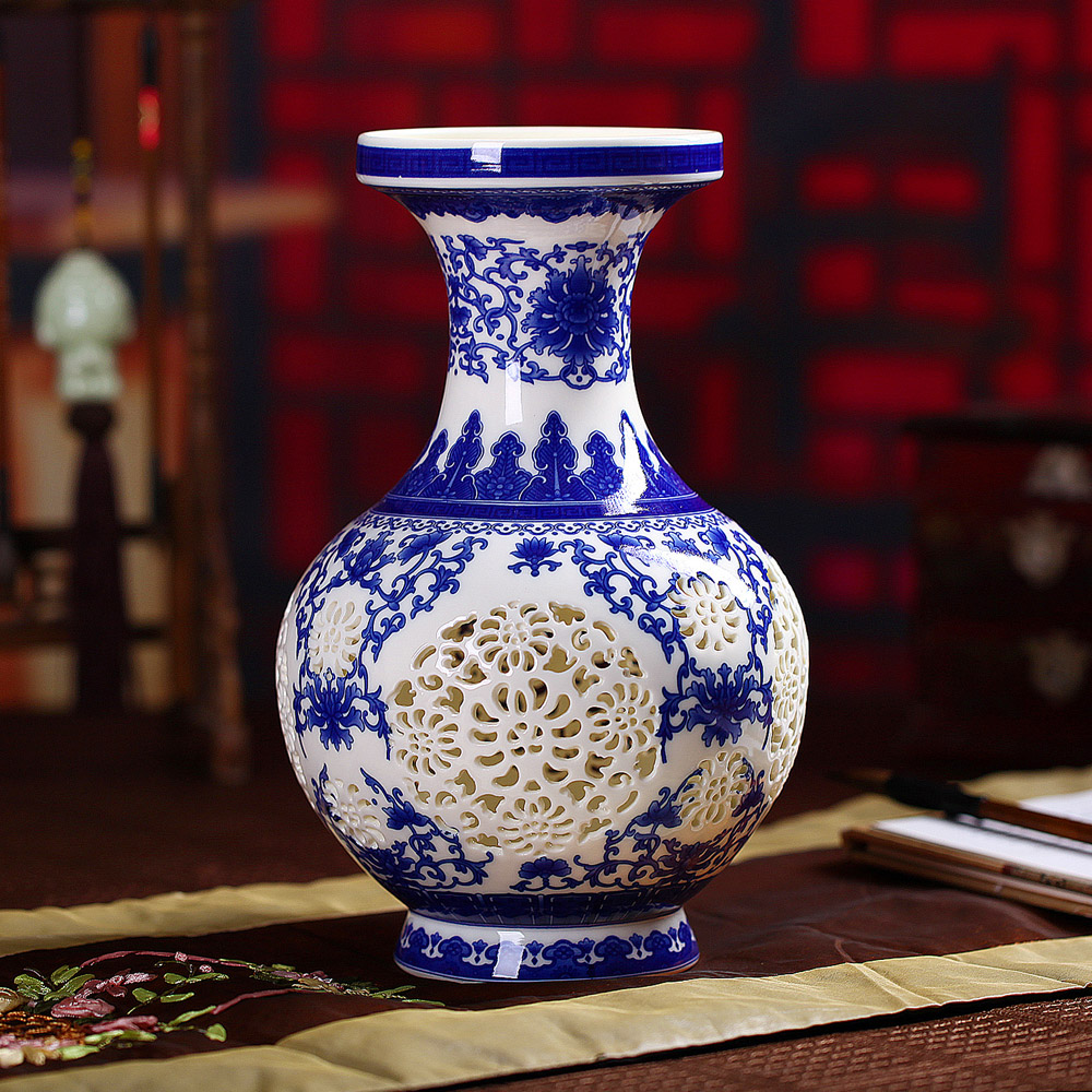 Jingdezhen ceramic hollow eggshell blue and white porcelain vase modern living room home decorations crafts ornaments