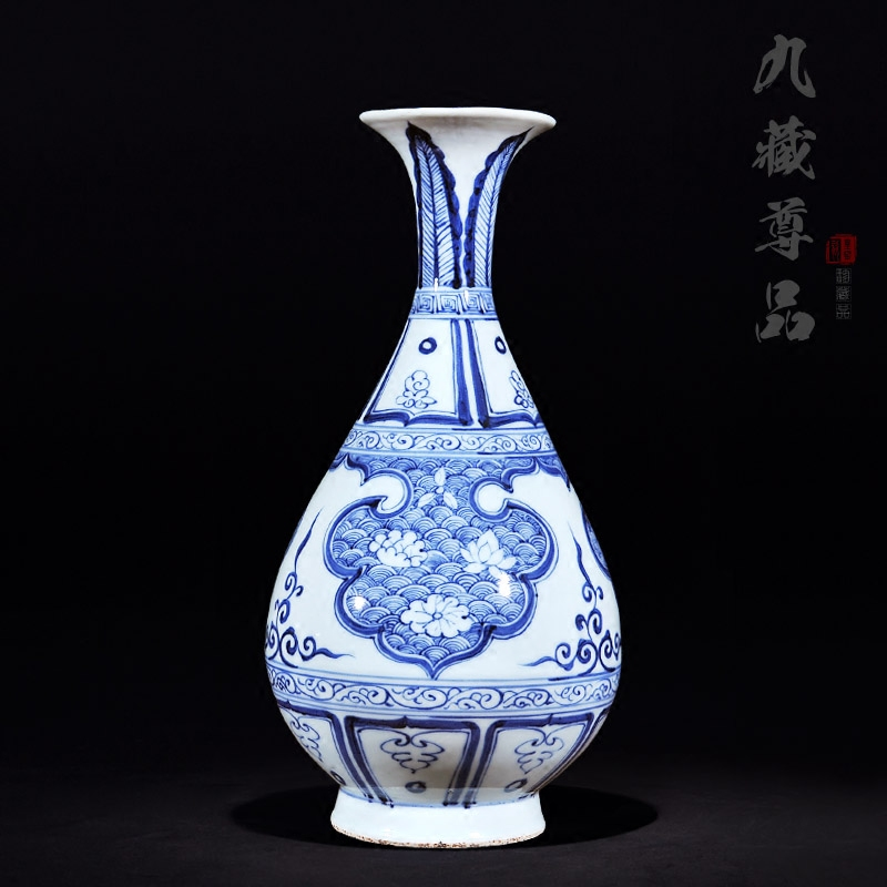 Jingdezhen ceramic imitation of the yuan and ming dynasty blue and white hasuo seawater ripper chun bottle craft ornaments tv cabinet