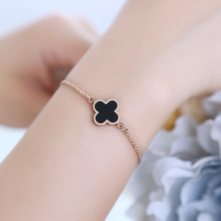 Korean fashion lucky clover bracelet female korean shells rose gold plated titanium steel jewelry hypoallergenic