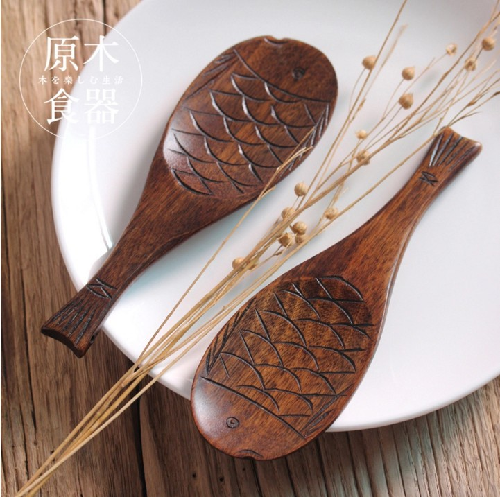 Natural wind phoebe muyu fish rice shovel wooden spoon spoon japanese handmade three-dimensional carved carved wooden spoon spoon fish