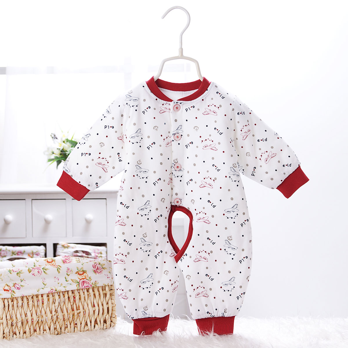 Newborn baby siamese coat cotton baby coveralls thick winter winter male and female baby romper climbing clothes open files