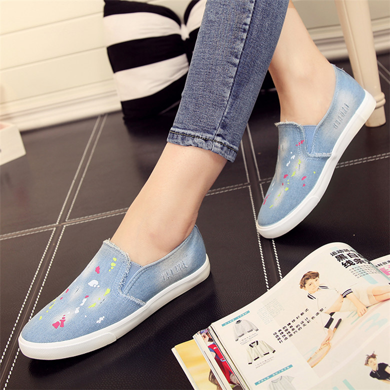 People in this 2016 summer shallow mouth women shoes graffiti denim canvas shoes women casual shoes breathable shoes lazy shoes women