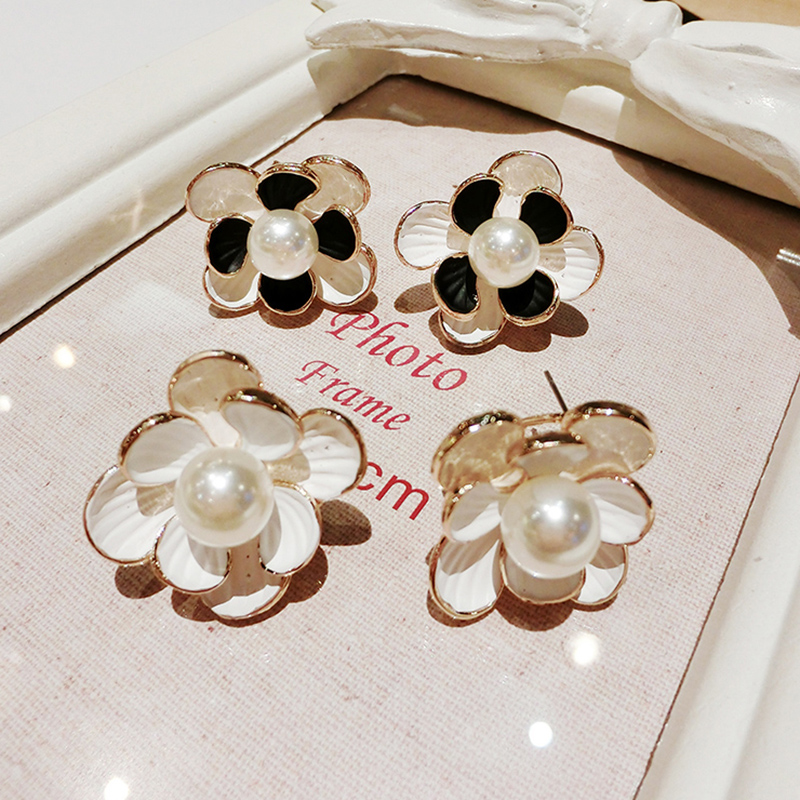 The new korean fashion simple double pearl earrings big earrings female wild sweet three-dimensional flowers ear jewelry female fashion