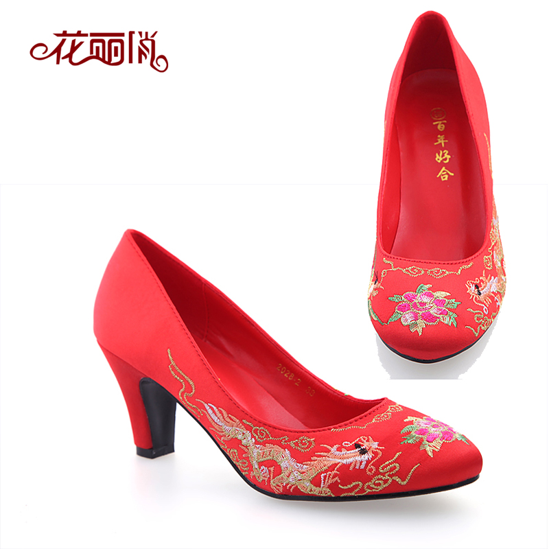 The new red bridal wedding shoes wedding shoes women's singles in the rough with high heels xiu embroidered shoes shoes dress shoes