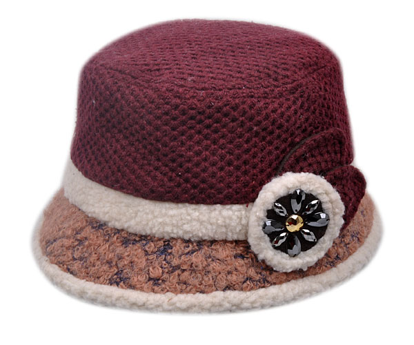 Winter middle-aged middle-aged woman in winter hat millinery hat elderly mother millinery hat bucket hats fashion plus velvet