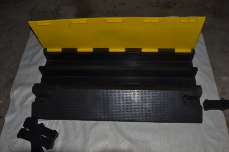 Export large two trunking deceleration with/ridge stage stringing cable wires cover plate cover pvc material